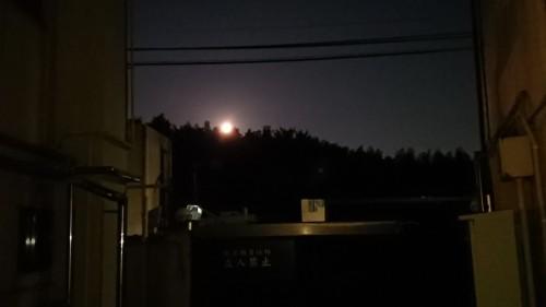 慈恵院から見る満月